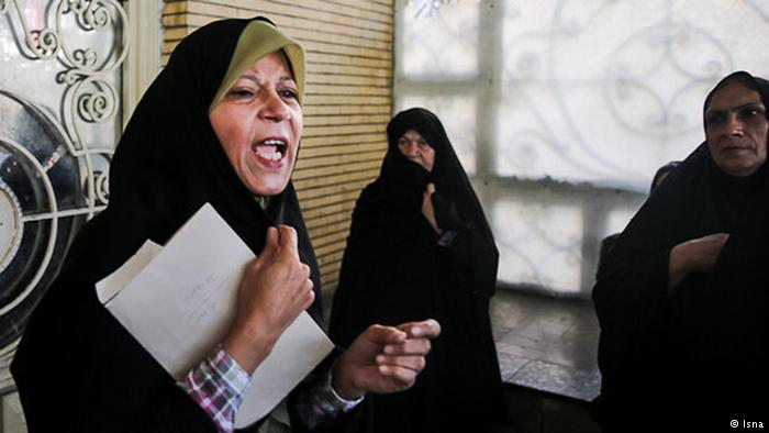 سابق #ایرانی صدر کی #بیٹی کو چھ ماہ #قید کی سزا  http:// dw.com/p/2ZUBJ  &nbsp;   #Iran #rafsanjani #Elections<br>http://pic.twitter.com/tj8Dzwupgy
