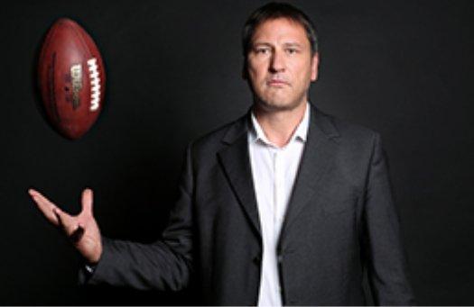 Die @NFLshow-Jungs @bjoernhesse & @ChrisHoeb brauchen DEINE Hilfe. Sahne Prämien von Experte @RomanMotzkus ab:  👇👇👇 https://t.co/UzVRxdfI3y https://t.co/yVtmeFJuGz