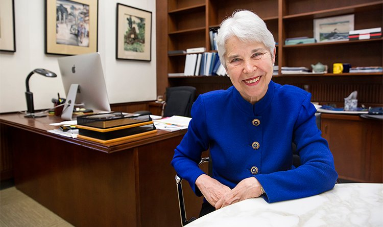Congratulations to #CarolChrist & @UCBerkeley on appointing its first female Chancellor! #WomenInHistory https://t.co/ygR8iPJQVo https://t.co/tu7W77Q8Hj