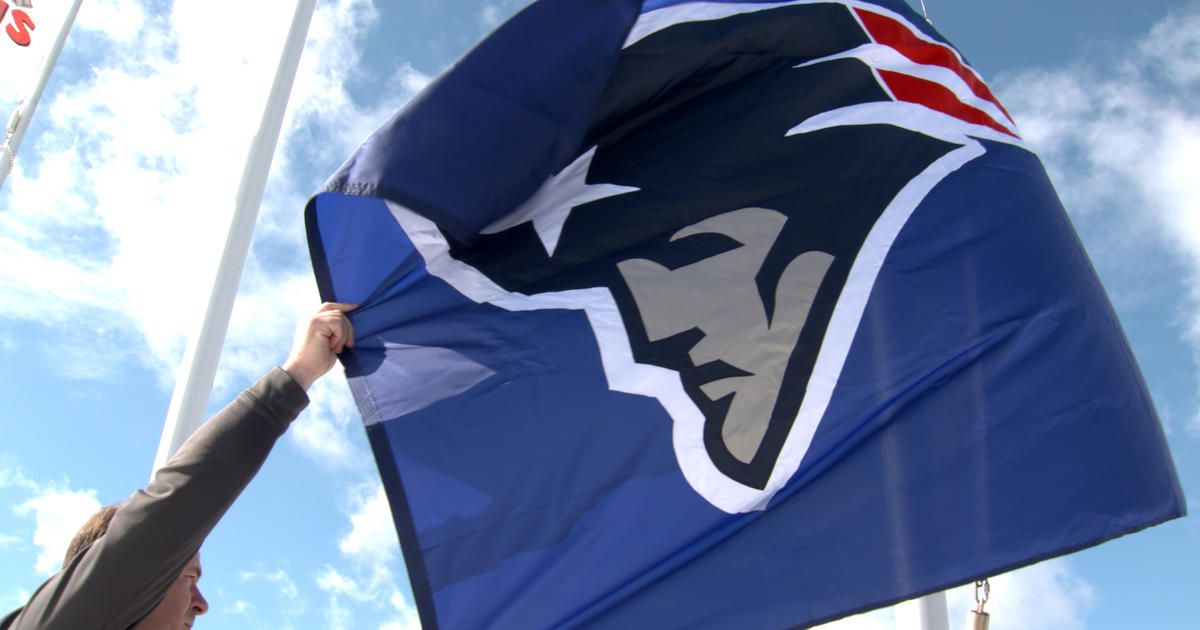 Watch as @NFLFilms raises the #Patriots flag to honor the Super Bowl c...