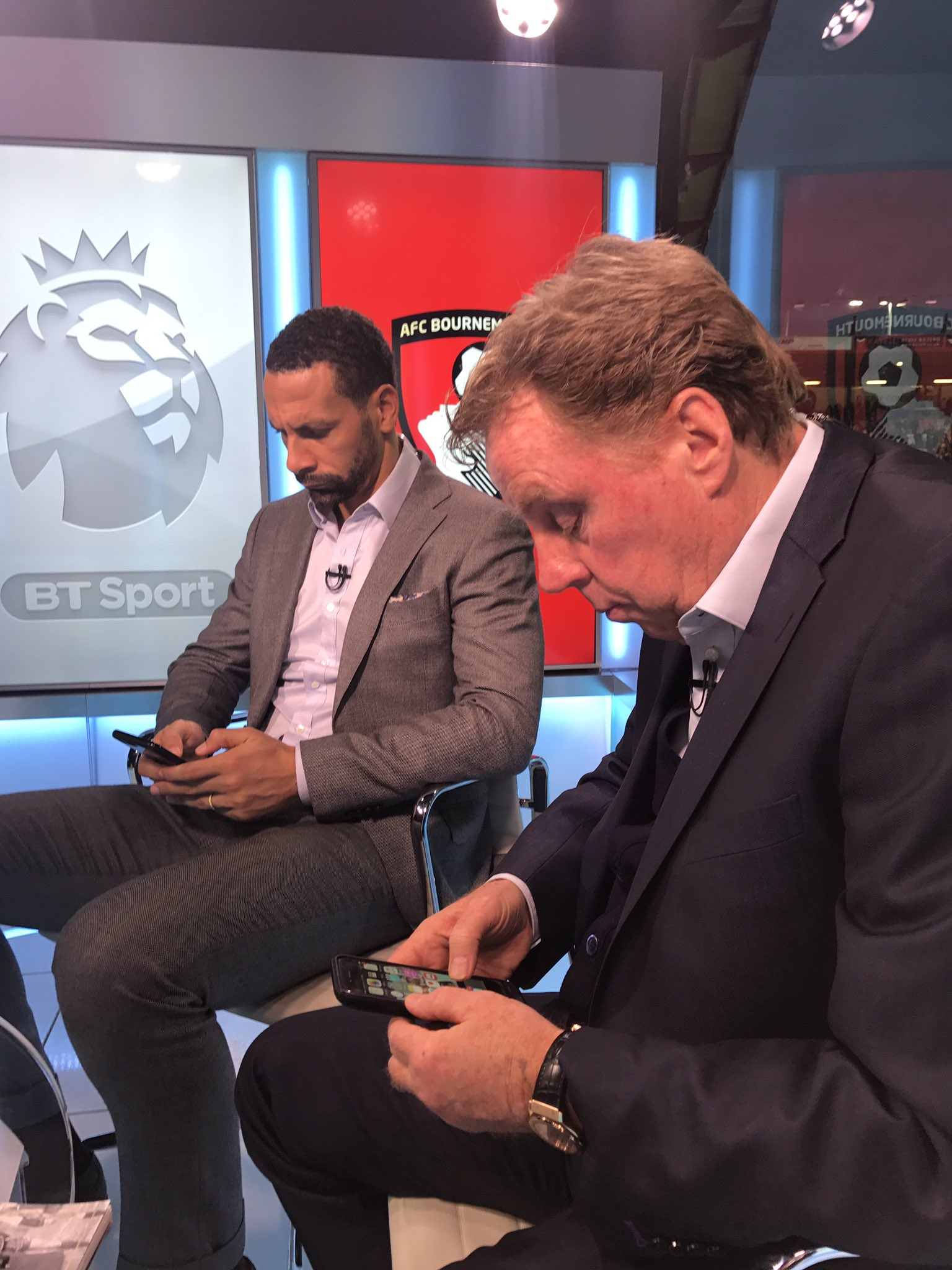 Bournemouth lead. The thoughts of these two comes next...if they get off their phones!!! 😜 @btsport https://t.co/PkjmCIgFT7