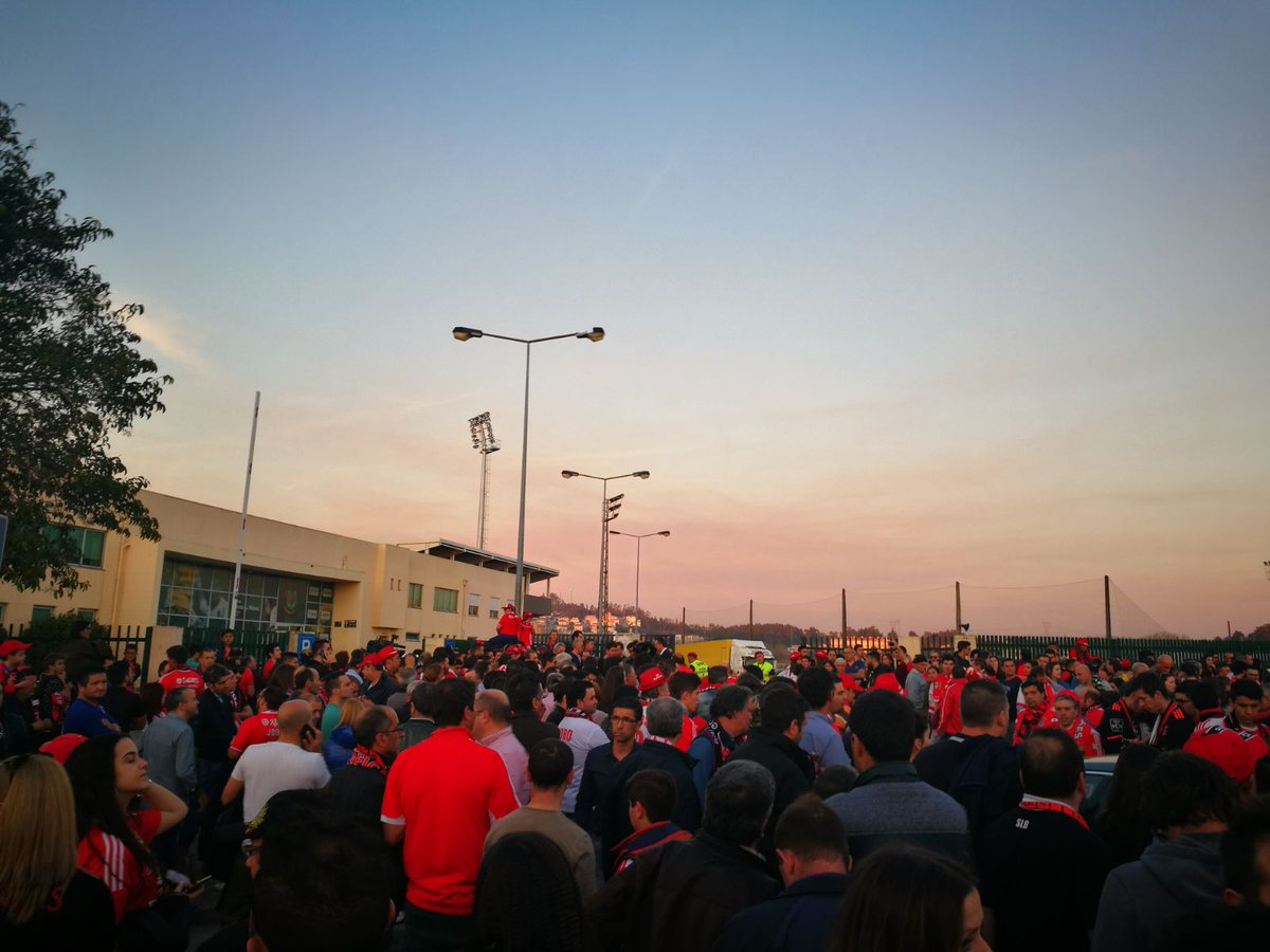 Maré vermelha em Paços de Ferreira! 🔴⚪ #SejaOndeFor