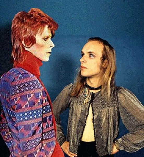 David et Brian Eno. Waouh quel look !!! #DavidBowie #BrianEno<br>http://pic.twitter.com/0UUTWarB4l