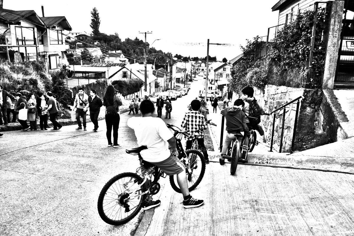 Los #reyes del #barriopuerto, en #bicicleta conquistan el cerro, la ciudad está cambiando<br>http://pic.twitter.com/FMcKt0ZR6W
