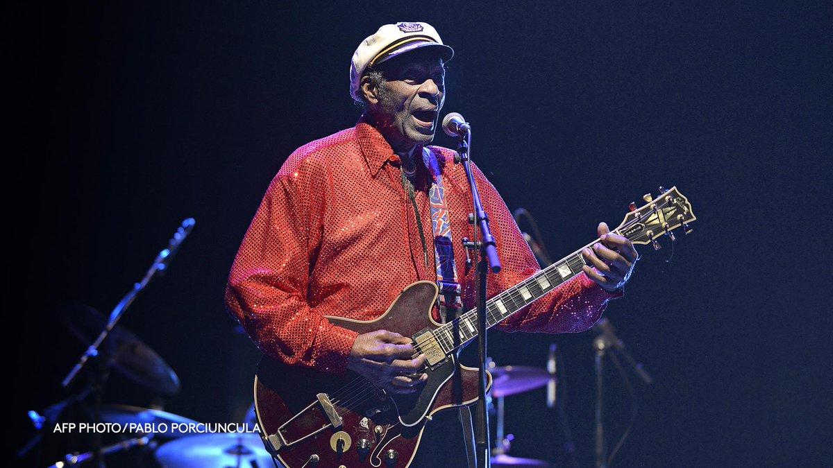 Le guitariste et chanteur américain Chuck Berry, l'un des pères fondateurs du rock and roll, est mort à l'âge de 90 ans
