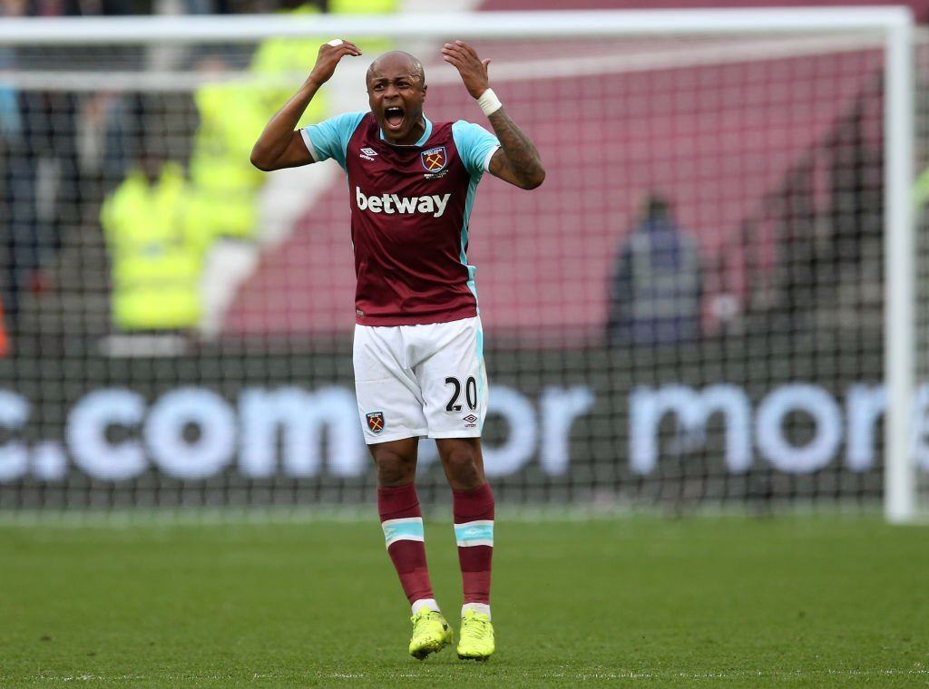 Ayew kidding?  What a miss! #WHUFC #MOTD https://t.co/4oe71wBekw