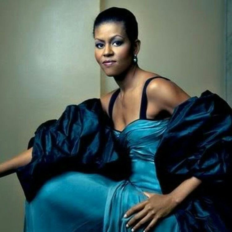 Check out #MichelleObama looking gorgeous!  <br>http://pic.twitter.com/fAi2LuLs7A