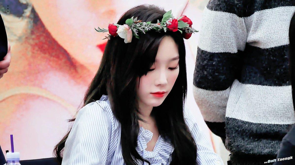Goddess taeyeon with her flower crown celebrity photos onehallyu c7quujfu4aa8dkxg izmirmasajfo