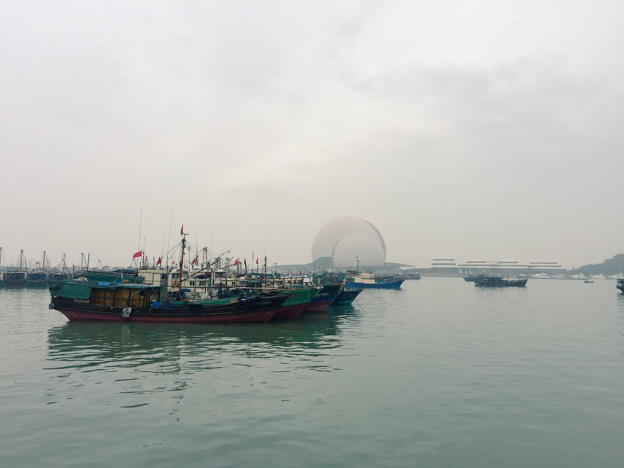 Fishing boats, luxury yachts and the Zhuhai Opera House. https://t.co/QdPAbUrgRX