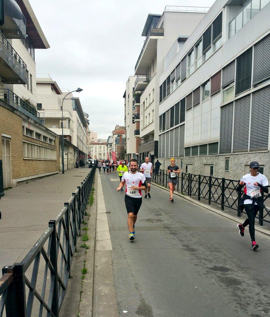 Première course  de l&#39;année 2017 pour mon amour @AntoninM_    #fouleesdeclichy @villeclichy #running #10km #courseapied #running #runner<br>http://pic.twitter.com/veOyYttR5m
