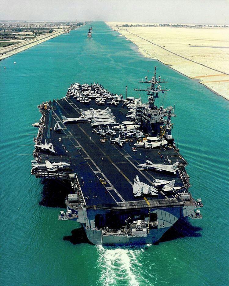 IMAGE: USS Eisenhower sailing through the Suez Canal, Egypt https://t.co/QClcBbHC00