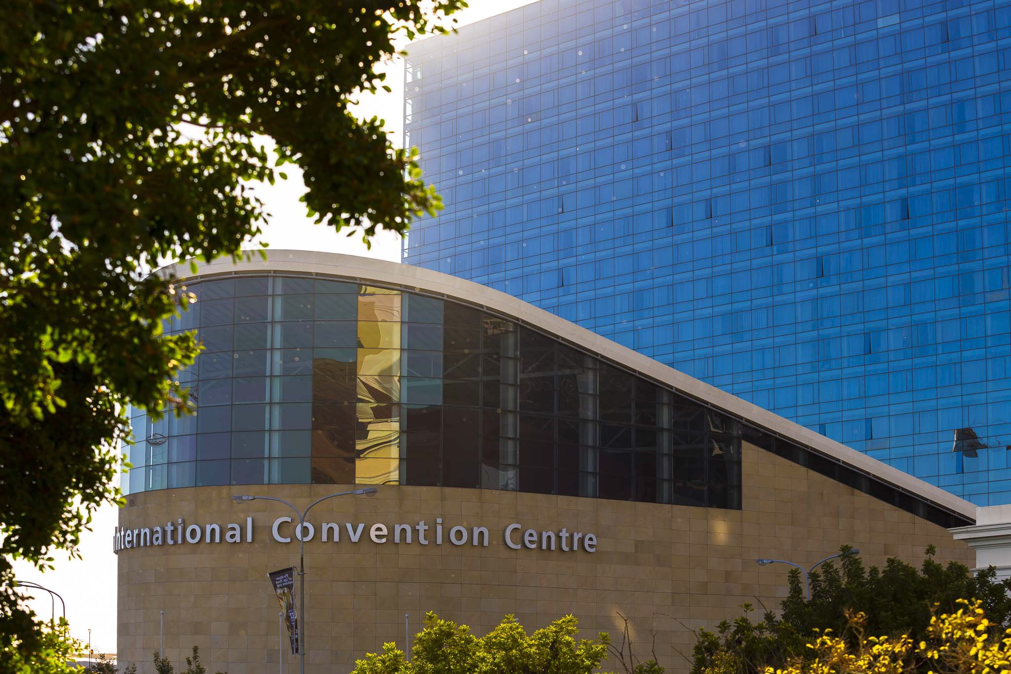 It's a beautiful day in Cape Town to welcome delegates to #RCOG2017 at the @CTICC_Official. Workshops begin today! https://t.co/gMIOz8lhbJ