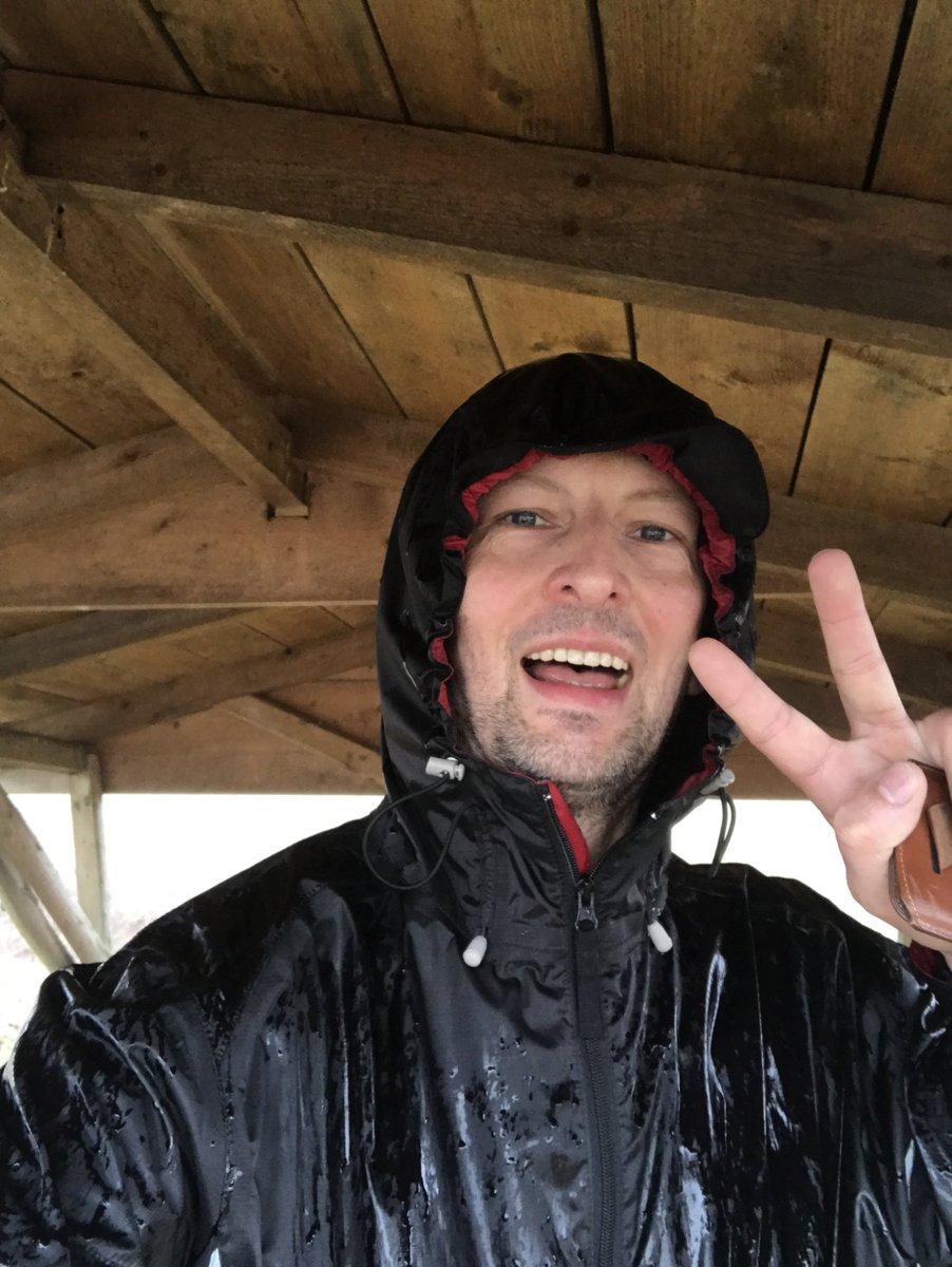 Knappe 7 km durch den Regen geschwommen ( #laufen )  Mach trotzdem einen Riesenspaß #RunHappy #runandsmile #laufenfetzt #laufhelden #run<br>http://pic.twitter.com/wJC7abhdgG