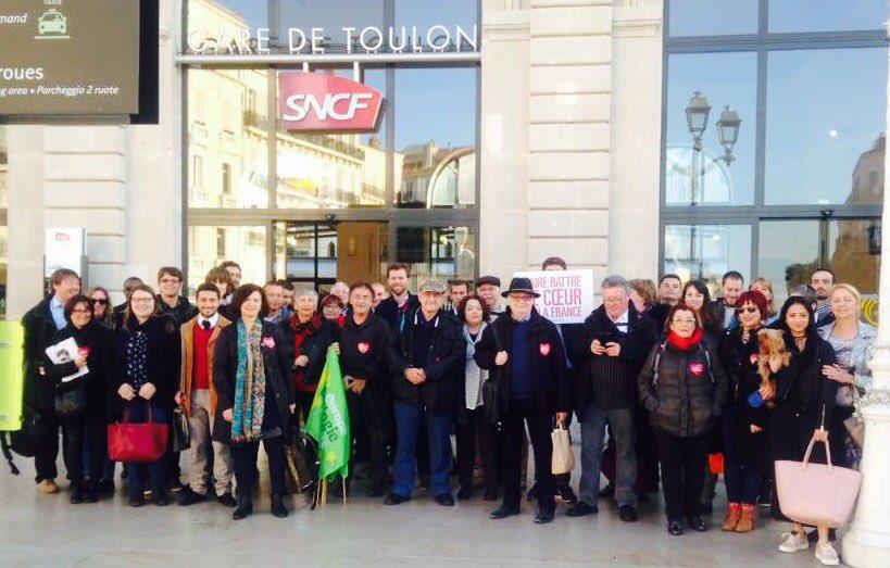 C'est parti pour #FaireBattreLeCoeur de la France. Les #Varois arrivent ! #Bercy #Hamon2017