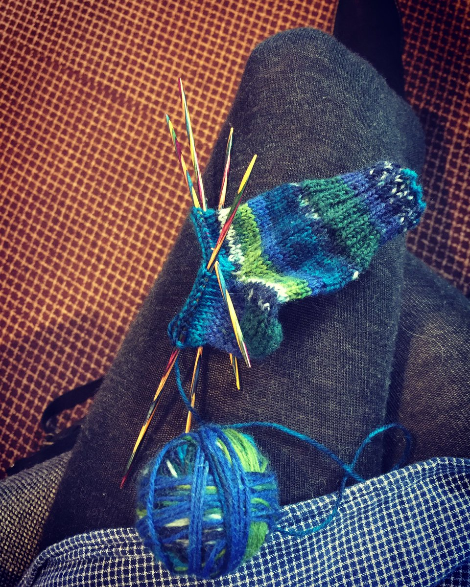 Sunday morning sock knitting at church. #sundays #knitting #socks #dropsfabel #tinysocks<br>http://pic.twitter.com/WkIyOBHTl9