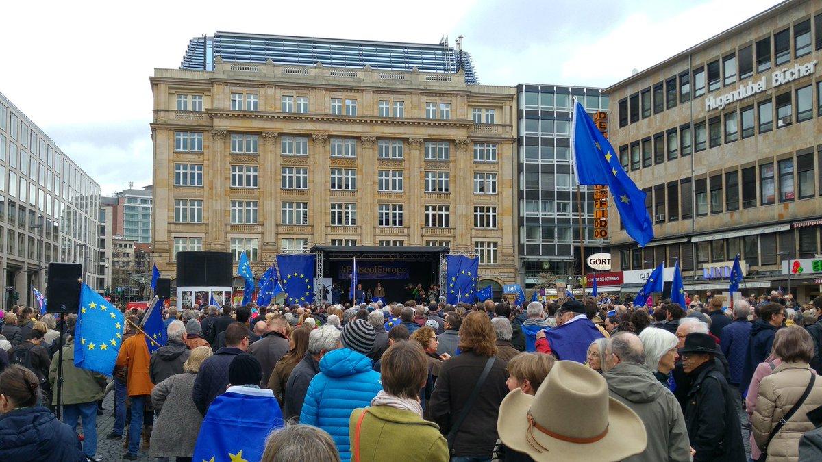 Wir sind #Europa, wir sind die Mehrheit. Nicht die #AfD, nicht die Populisten!   #PulseOfEurope #Frankfurt #NoAfD #NoPegida #MEGA #Resist<br>http://pic.twitter.com/XRHt66RRon
