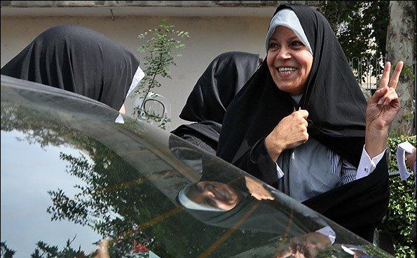 #Rafsanjani's daughter #FaezehHashemi sentenced to six months in jail<br>http://pic.twitter.com/xruS4LIRYT