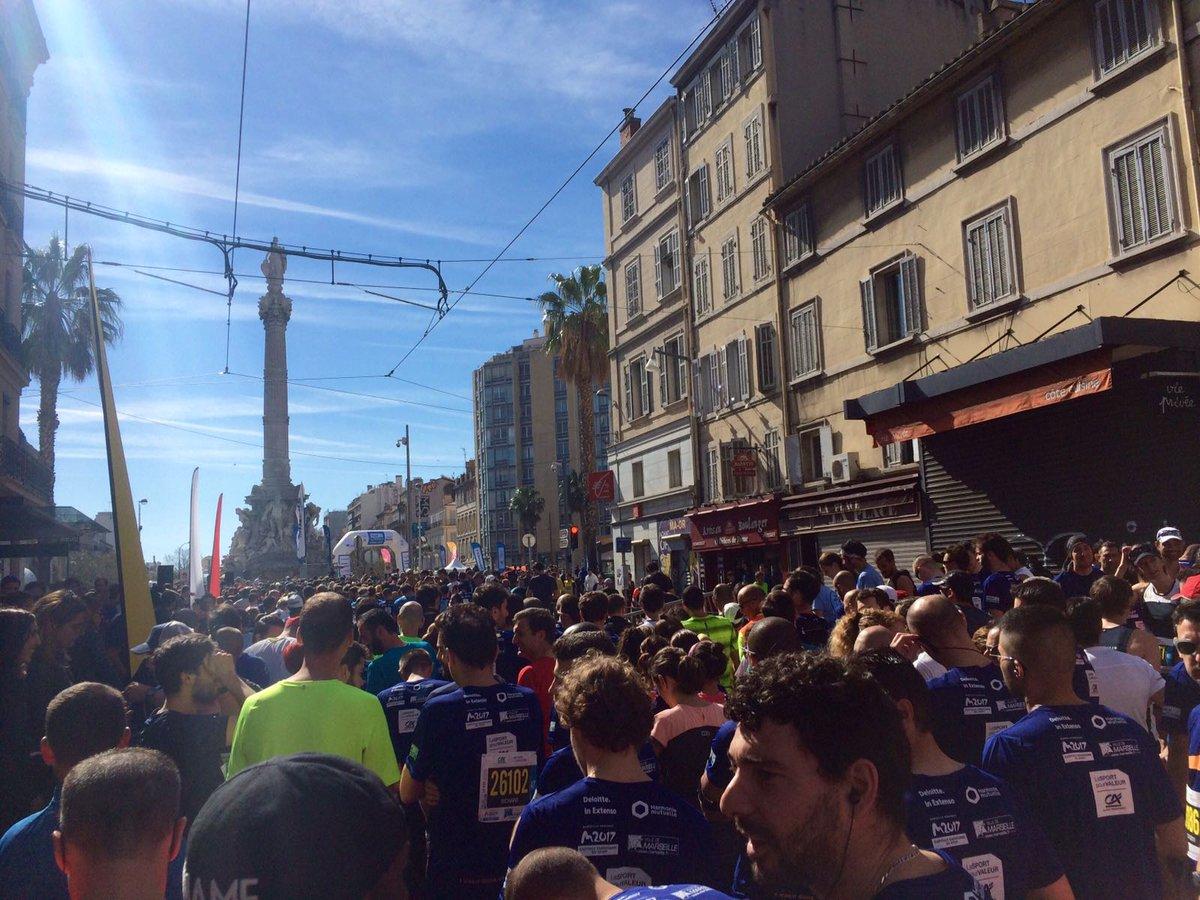 Running &amp; tanning #whyirunrepublique au #10km #marseille version été #chaleur  @runinmarseille<br>http://pic.twitter.com/SxioCE4Ctb