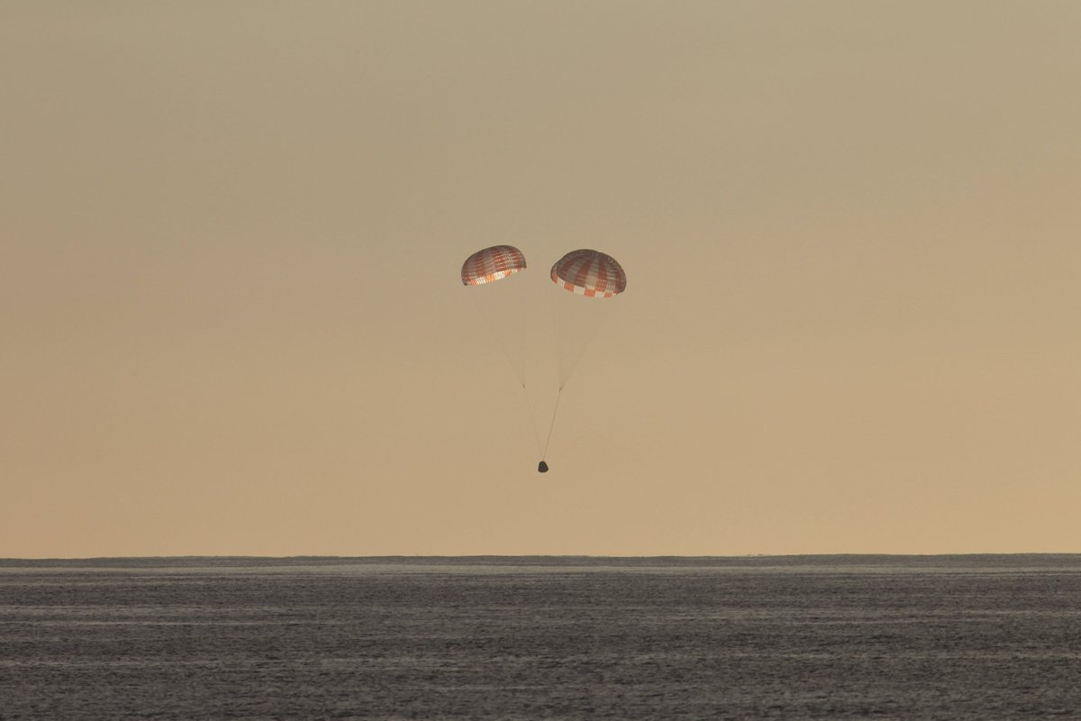 SpaceX Dragon capsule splashes down in Pacific