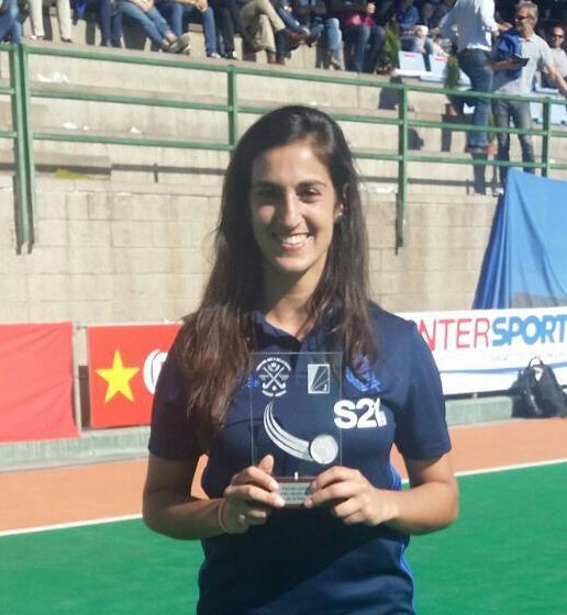 Maider Altuna con el trofeo