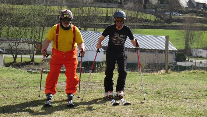 Dos seres humanos y tres metros cuadrados sobre ruedas 🚒esquiando⛷️ por el Piri Francés [REPORT 📷] ➡️https://t.co/nSMVdeu4sj