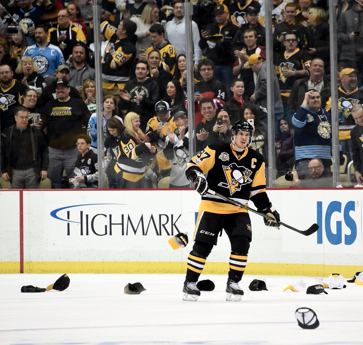 2b055a89d39 Sidney Crosby gets tenth career hat trick