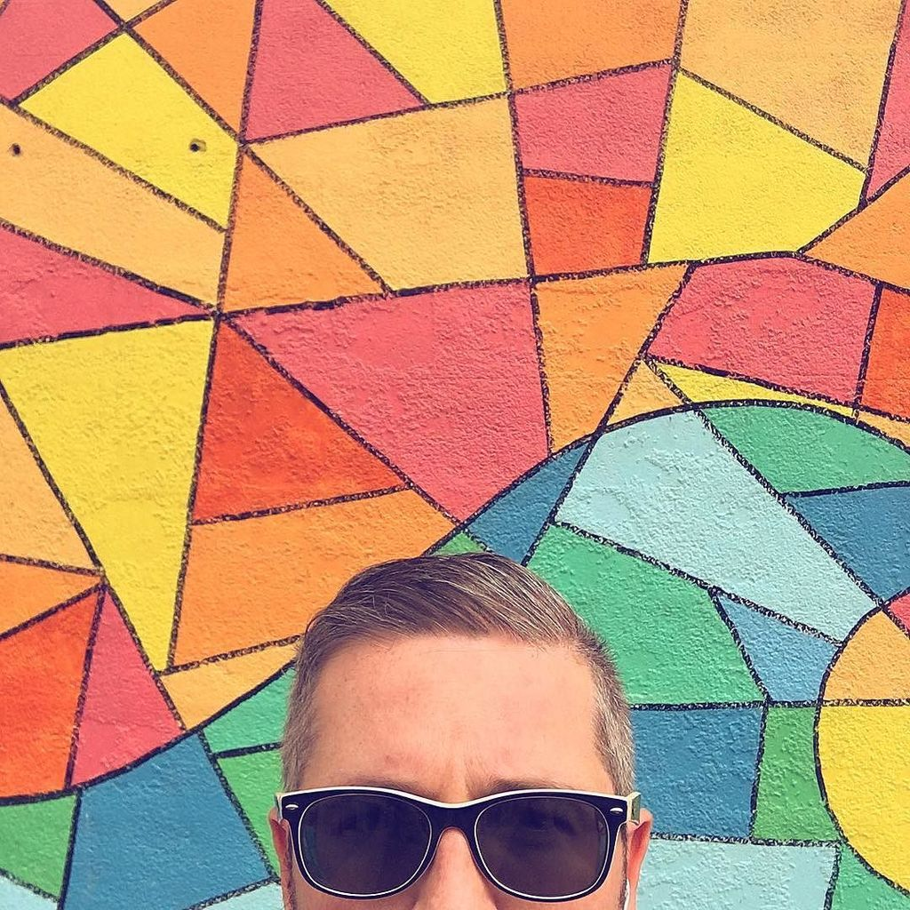 #PQlking at a #mural  http:// ift.tt/2nHjB9e  &nbsp;  <br>http://pic.twitter.com/tOIbIOjiKW