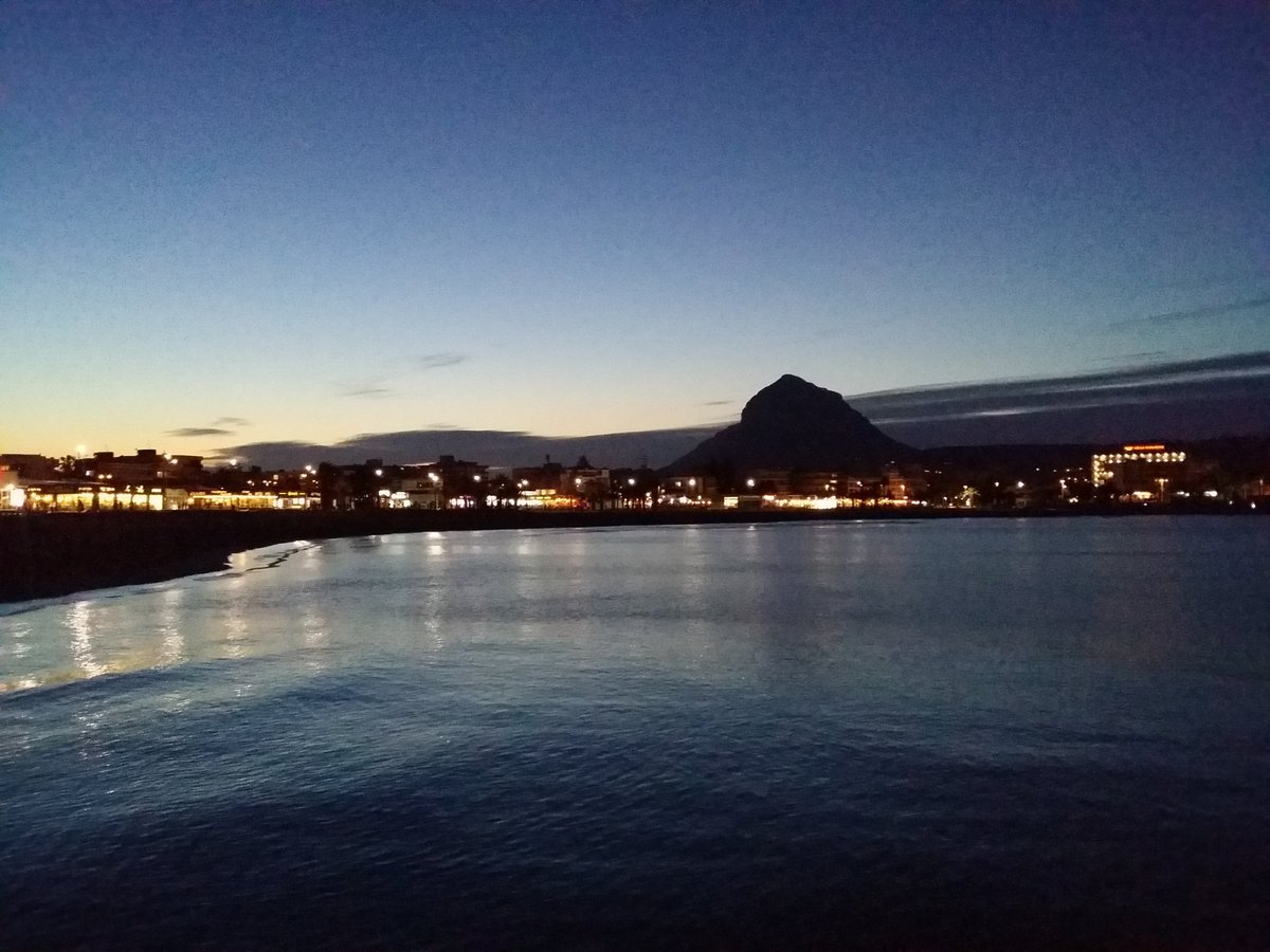 #Beautifulday #beautifulnight #LasDunasJavea #Javea #Xabia #presents # you with a #Glowing #image of #Arenal #beach<br>http://pic.twitter.com/p1Co6jRH3V