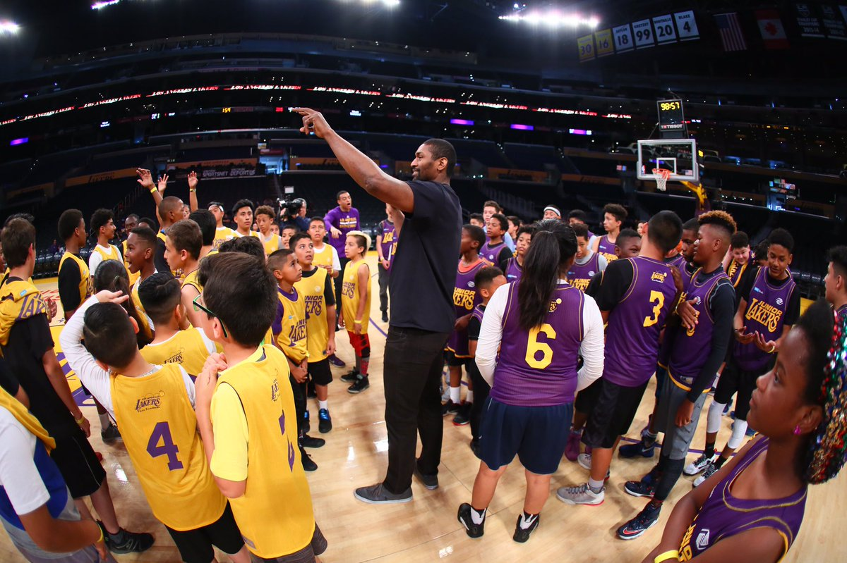 This big Laker stopped by to coach up the youngins. #JuniorLakers http...