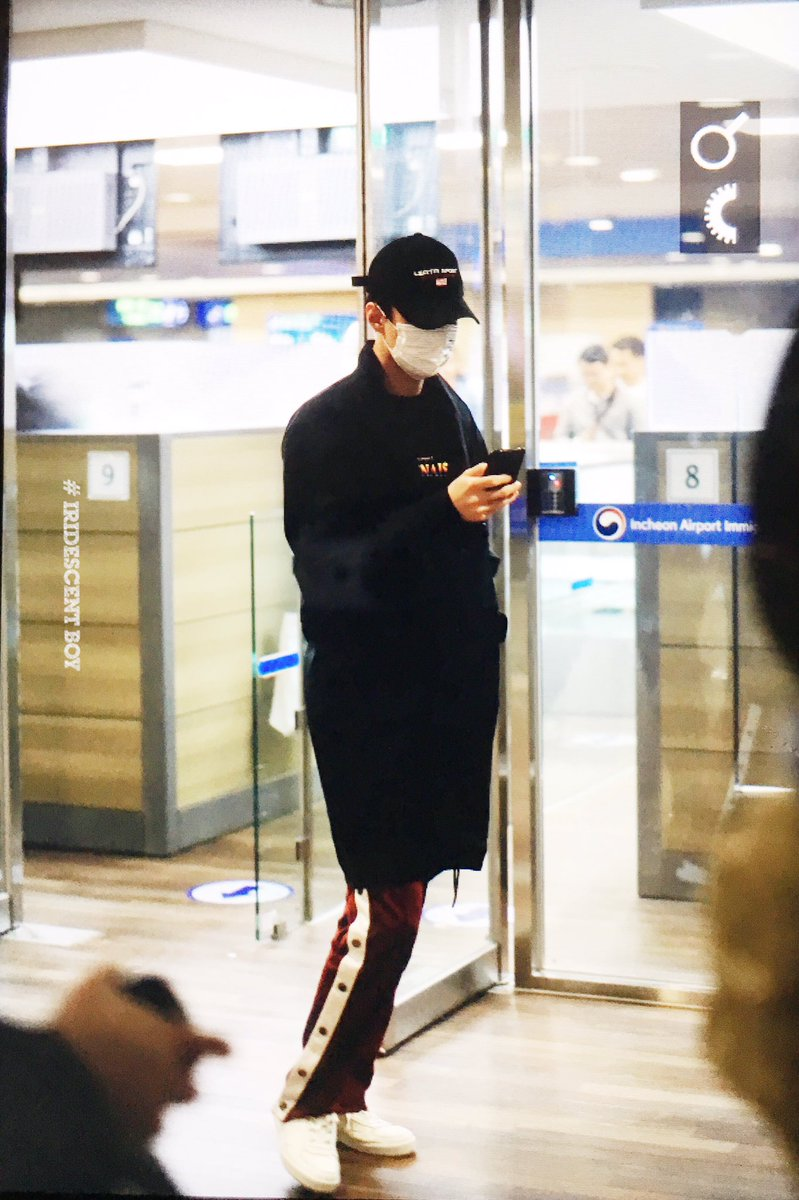 {#EXOPreview} 170320 : Sehun @ ICN Airport back from Malaysia (cr.iridescent_boy) pic.twitter.com/s2OKLNb301