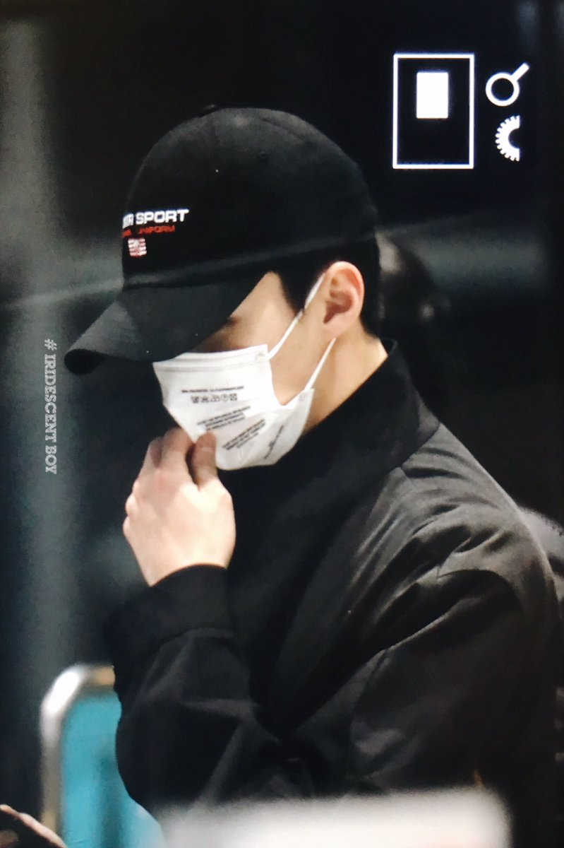 {#EXOPreview} 170320 : Sehun @ ICN Airport back from Malaysia (cr.iridescent_boy) pic.twitter.com/j3dmR05E34