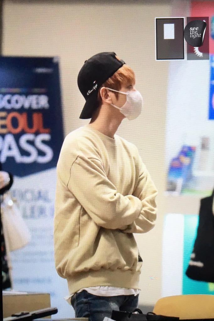 {#EXOPreview} 170320 : #Baekhyun @ ICN Airport back from Malaysia (cr.see the light)pic.twitter.com/2fEyeVOgPl
