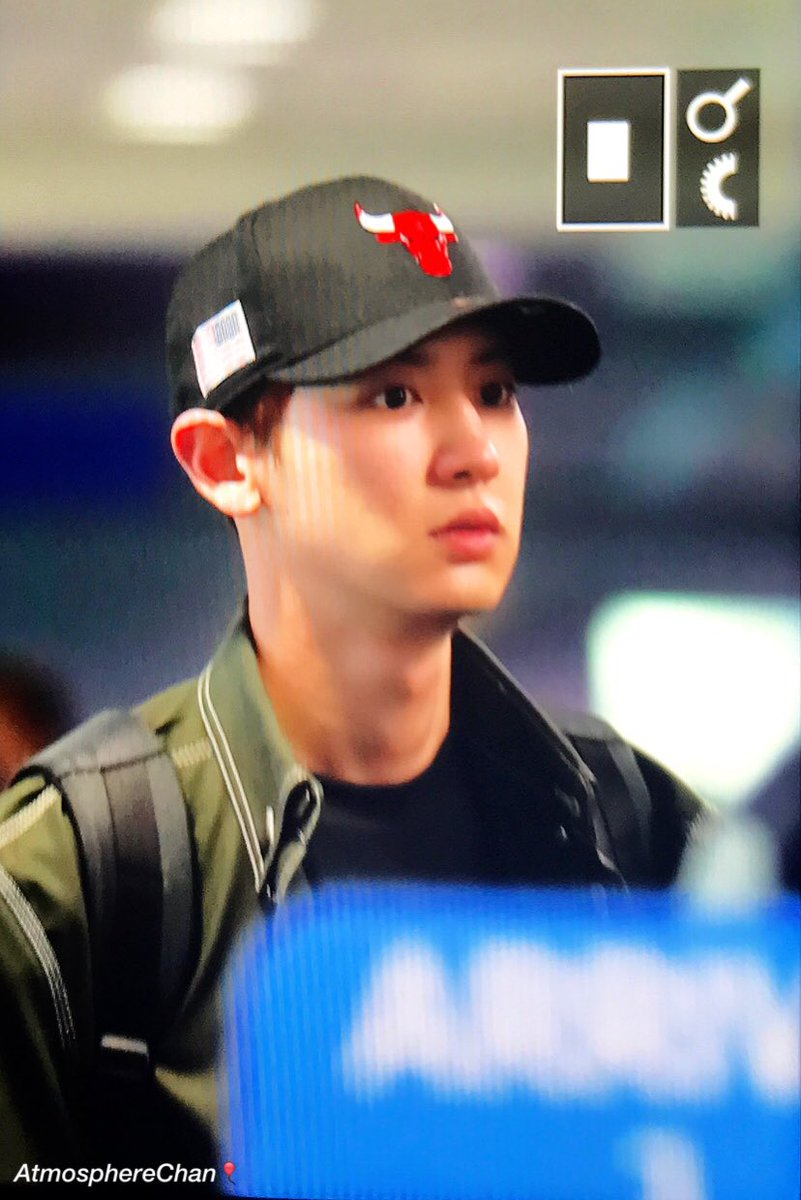{#EXOPreview} 170320 : #Chanyeol @ ICN Airport back from Malaysia (cr.atmospherechan)pic.twitter.com/TRhq3m86sh
