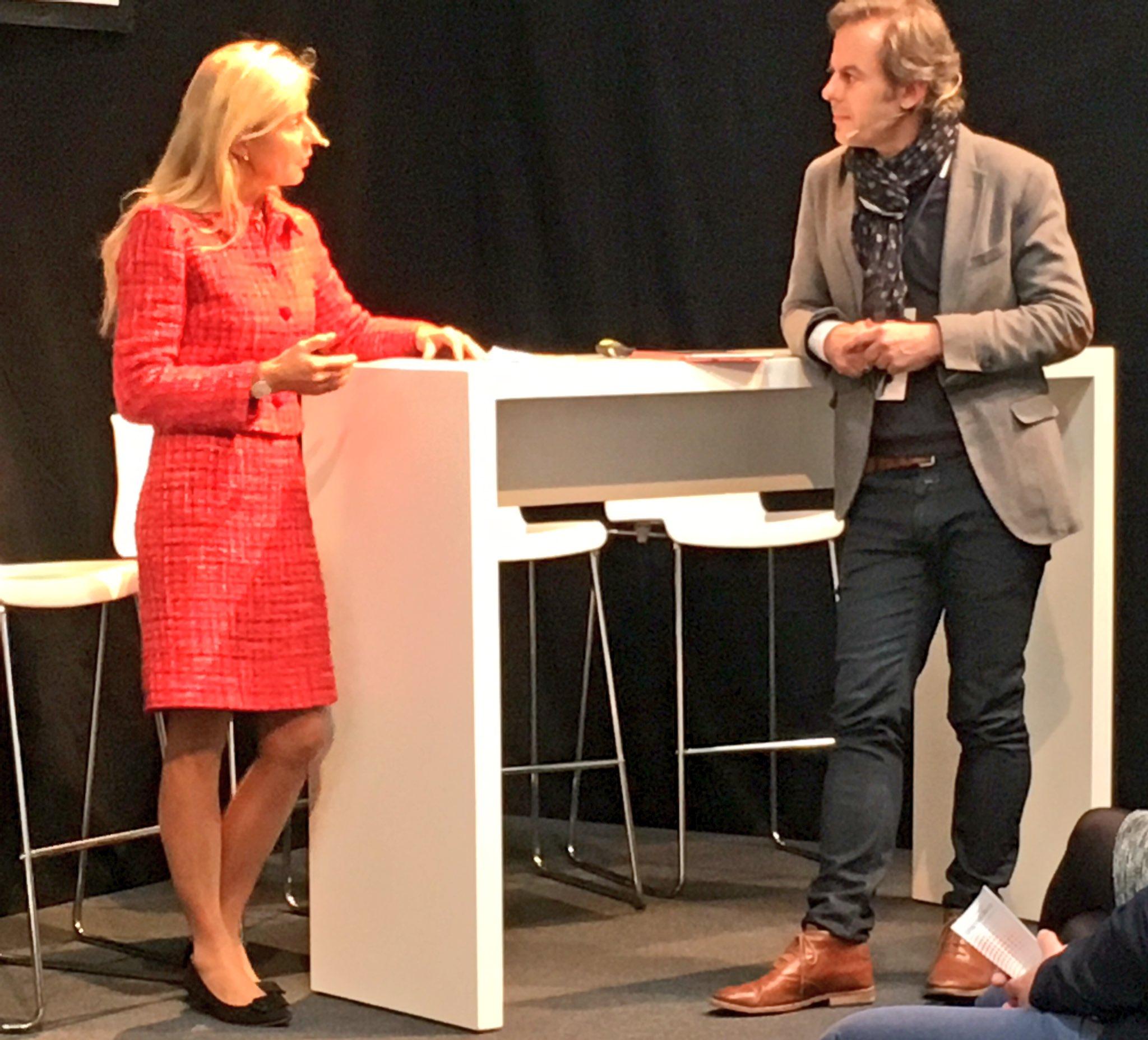 """""""Anderssein zulassen"""": @alecmcint fragt nach bei Ursula Schütze-Kreilkamp,verantwortlich bei der Bahn für Personalentwicklung #cebiteda https://t.co/Cvzi93KGmj"""