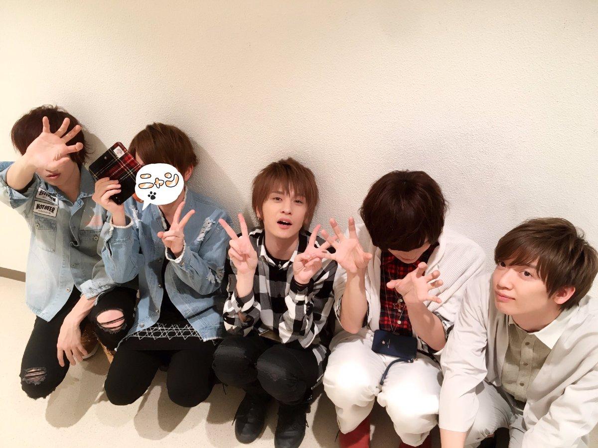 ハニパin大阪、ありがとうございましたー!✨こんなに素敵な舞台で歌わせていただけて、光栄でしたm(__)m 30日の東京もお楽しみに!!  写真はあまおさかたんうらたんめろちんさんと!