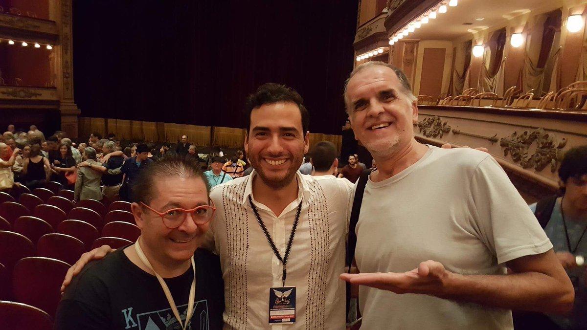 Gran gusto estar con grandes #magos como @DaniDaOrtiz @magoreyben #UnoYMedio, el creador mágico de @Tihany_Circus<br>http://pic.twitter.com/h8BuHAJHtl