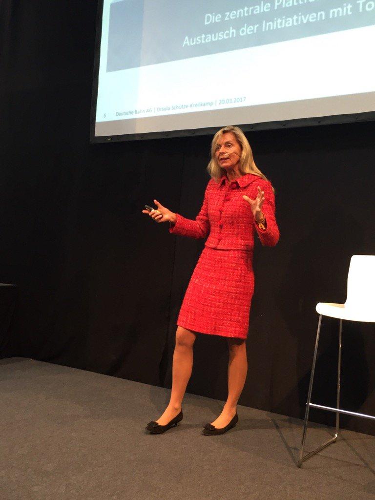 Frau Schütze-Kreilkamp teilt die Digitale Strategie / digitales Ich der Mitarbeiter der  @DB_Info mit uns #cebiteda https://t.co/Lm8Jeb9SaU