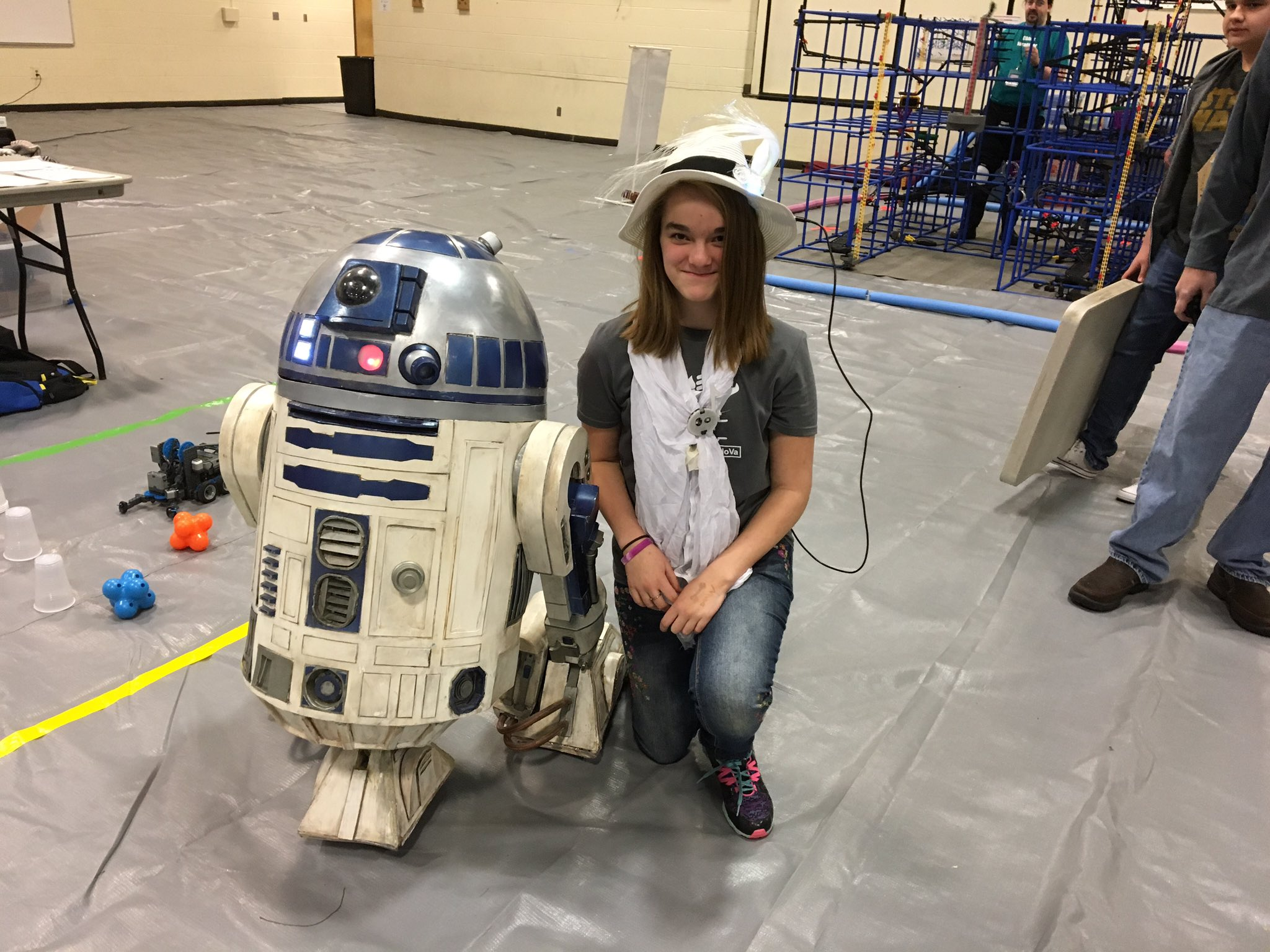Some quality time for R2 with my daughter, her hat, and her scarf. Yes, I said that right. #myflinthill #makerfairenova https://t.co/eza2Ef1l0E