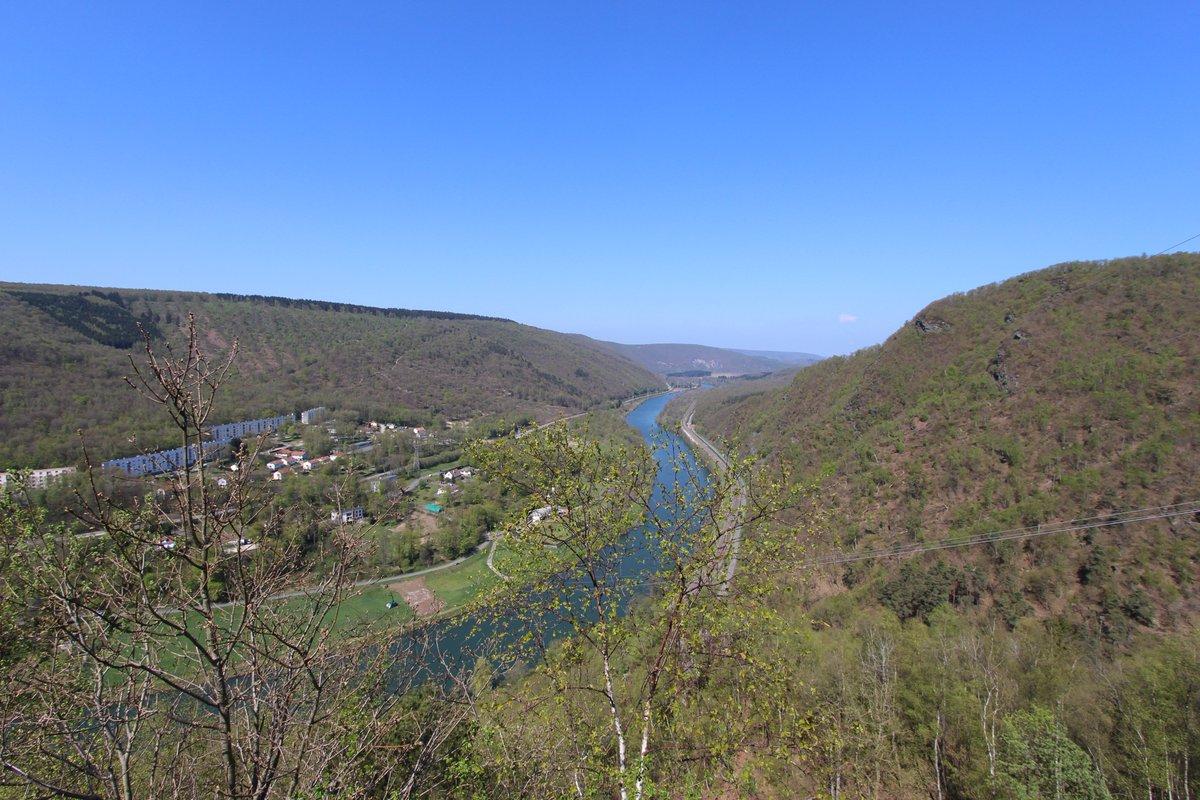 C&#39;est le #printemps, l&#39;occasion de repartir profiter des  paysages de l&#39;#Ardenne et de ses points de vue :  http://www. valdardennetourisme.com  &nbsp;  <br>http://pic.twitter.com/VY0xpaNpcD