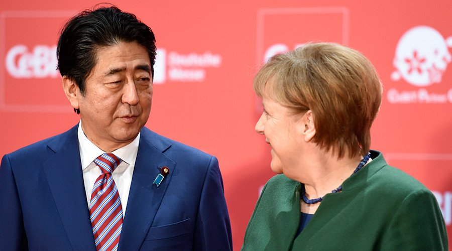 #Merkel, Abe defend globalization, calling for #EU-Japan #Trade #Agreement -  http://www. miragenews.com/merkel-abe-def end-globalization-calling-for-eu-japan-trade-agreement/ &nbsp; …  #Europe<br>http://pic.twitter.com/xB6hS1F3bt
