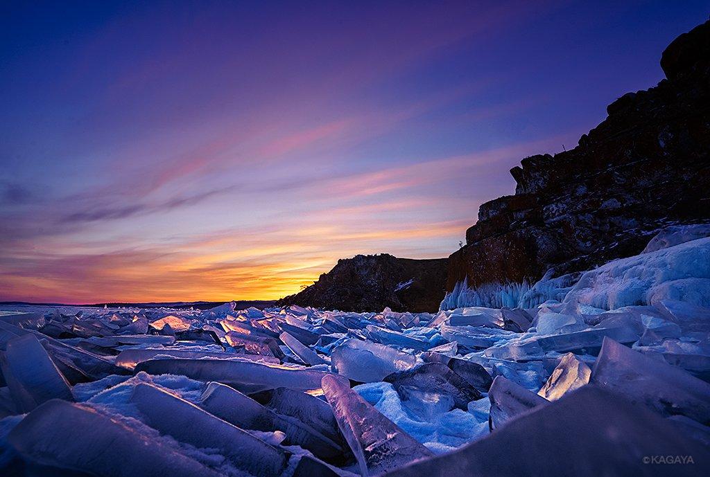夜明け、空がつかの間の炎のように色づくと、湖上の氷たちも一斉に輝きはじめました。(先日、ロシアのバイカル湖にて撮影) 今日もお疲れさまでした。今週も穏やかな一週間になりますように。