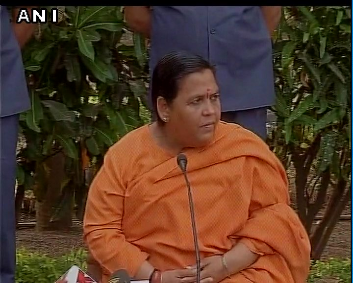 If any minister is going for his duty, then red beacon and stopping traffic is fine and even a flight can get delayed by 5-7 mins: Uma Bharti