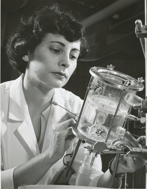 #NHLBI's Dr. Nina Braunwald was the first female board-certified thoracic surgeon. #WomensHistoryMonth https://t.co/QVv4psvXYd