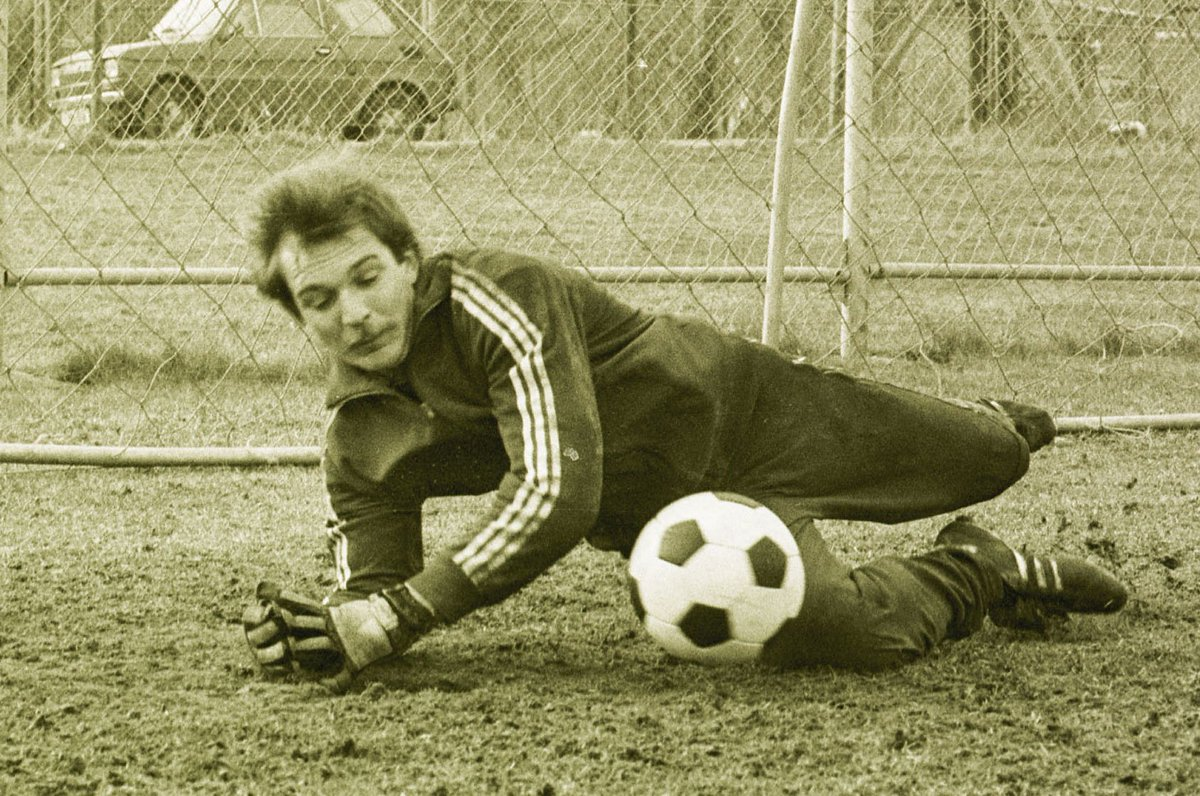 """Eintracht Frankfurt no Twitter: """"Heute vor 41 Jahren wurde Jürgen Friedl  für Peter Kunter eingewechselt und zum bis heute jüngsten BL-Spieler der  #SGE (17 Jahre, 26 Tage).… https://t.co/Xa4Rlg7wtU"""""""
