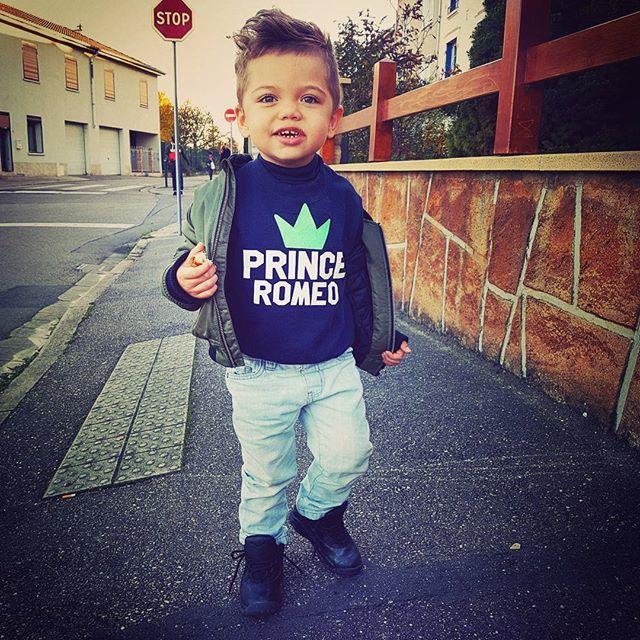 Romeo avec son pull personnalisé #sweat #creation #prince #princesse #idéécadeaux #cadeaux #kids #enfants #pull #DIY #enfants #RT #Retweeet<br>http://pic.twitter.com/v7KjxG1lpv