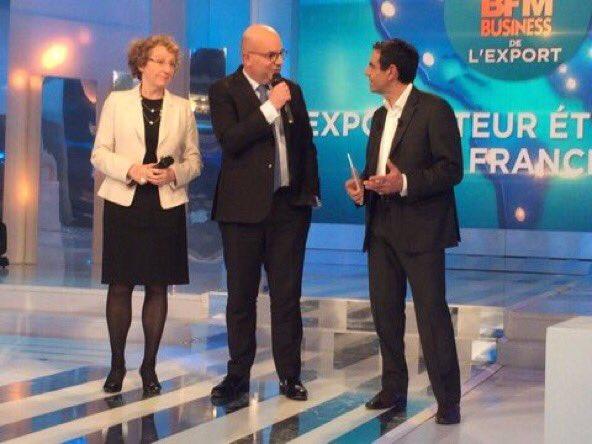 #GPexport @murielpenicaud remettant le prix à C. de Maistre / @Siemens_France #bfmbusiness <br>http://pic.twitter.com/mvTKXHSqno