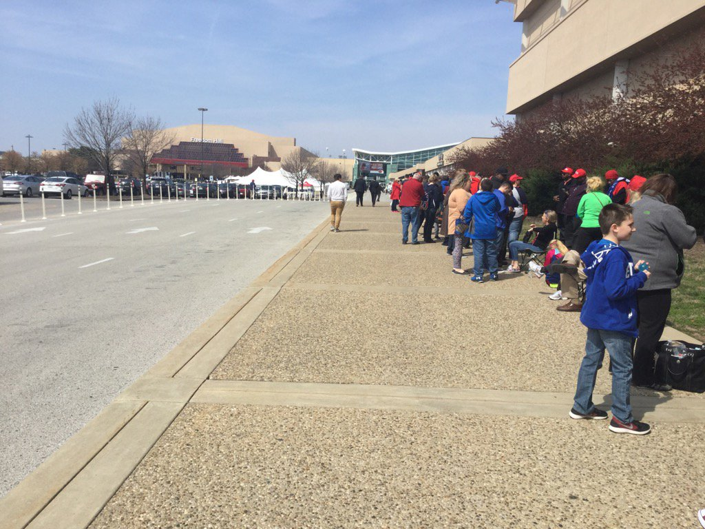 Hundreds already in line at Louisville's Freedom Hall to see President Trump Monday night. ^JB https://t.co/uVO2v6oMEy