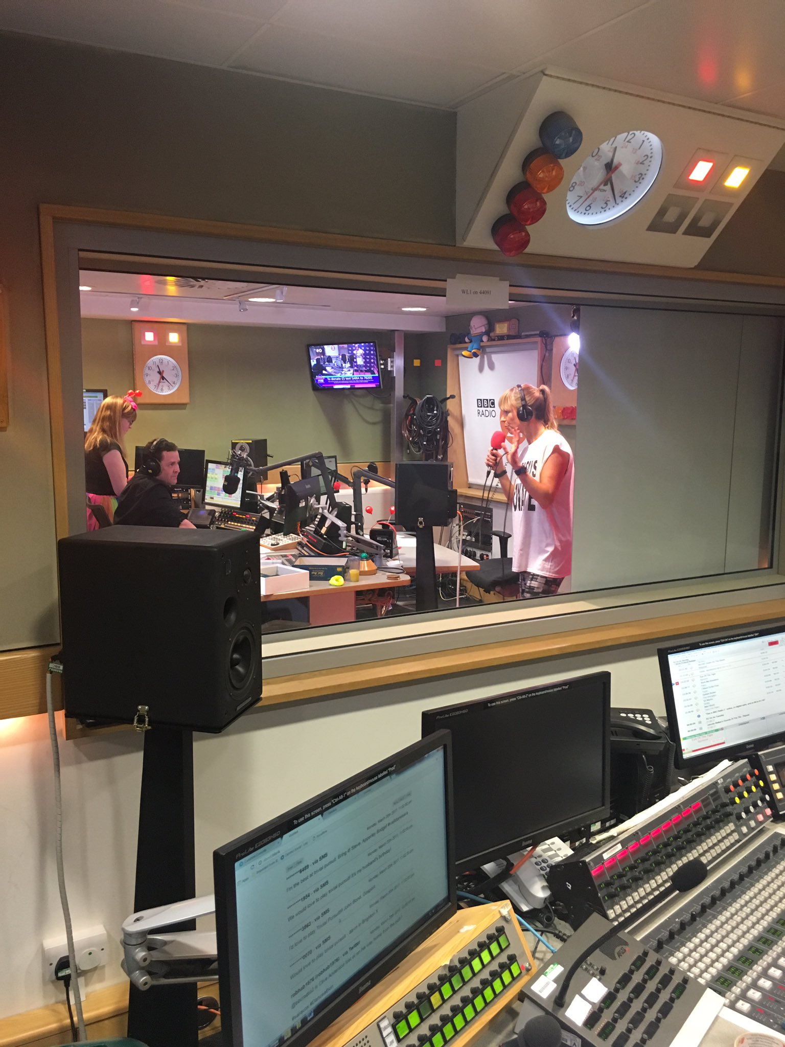 On air with @scott_mills on @BBCRadio2 donate to @comicrelief (Before her feet drop off) https://t.co/UoBcEZWVNp