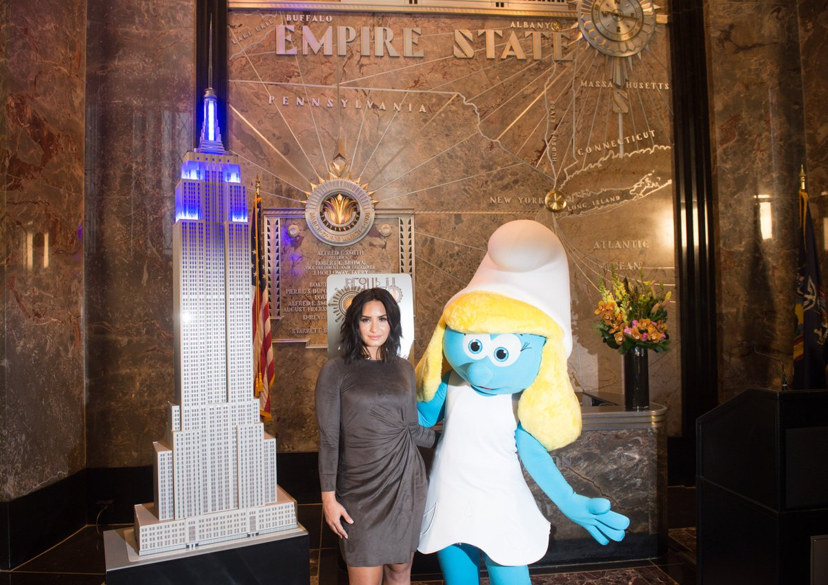 Lit the @EmpireStateBldg up blue for #SmurfsMovie and #InternationalDayOfHappiness with the @UN and @UNICEF today! 💙