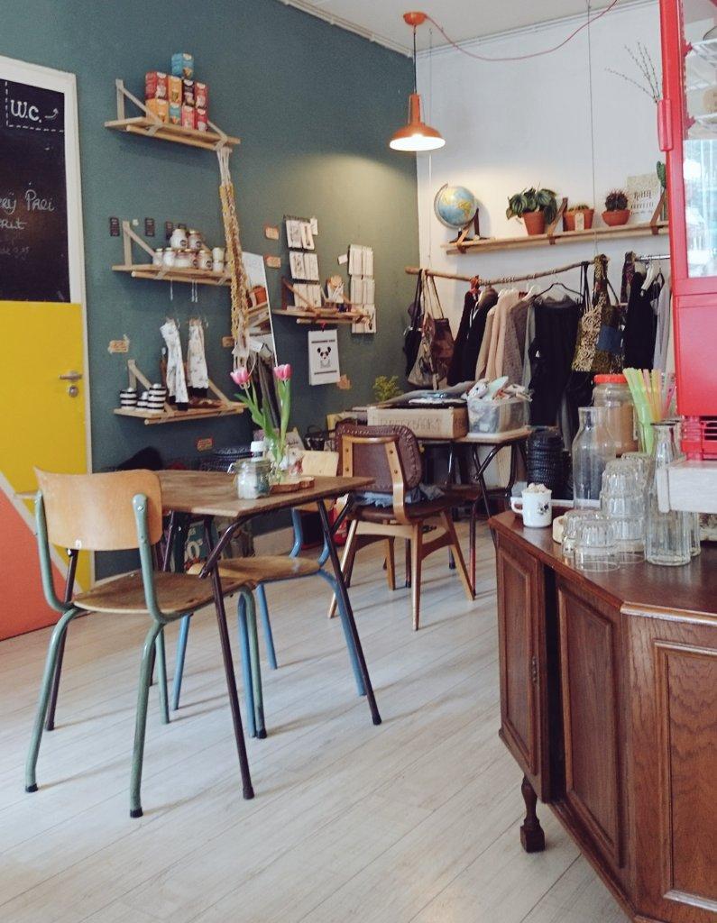 Les cafés vegan où prendre son déjeuner à #Amsterdam  les avantages du boulot flexible, j&#39;en profite toutes les semainesbon appétit  <br>http://pic.twitter.com/ZyEroiOw60